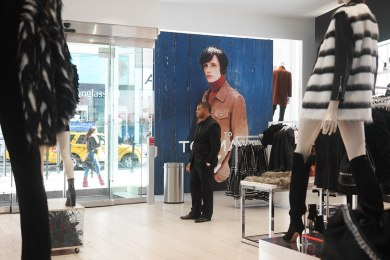Topshop graphic divides window and show floor*